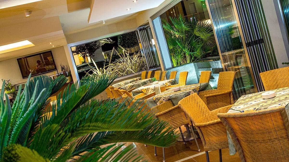 Hotel sette stelle nel mondo hotel weber ambassador hotel - Hotel jesolo 3 stelle con piscina pensione completa ...